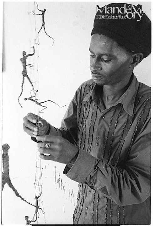 Read more about the article Peinture: Ndary Lô s'en est allé tel ses Hommes qui marchent….
