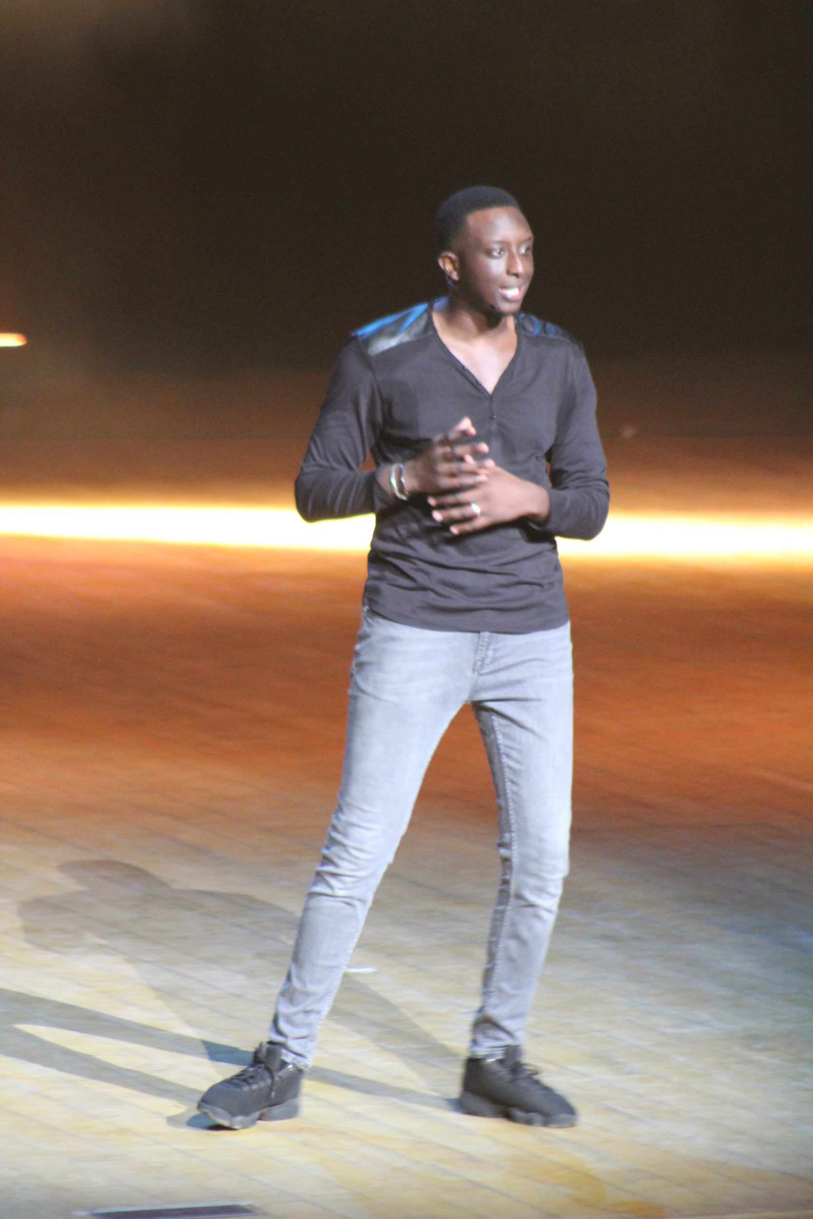 You are currently viewing AHMED SYLLA AU GRAND THEÂTRE: Un spectacle à lui tout seul