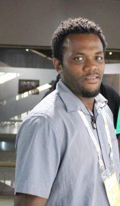 Read more about the article Daniel DODIN, peintre des Seychelles Coup de pinceau «positif»