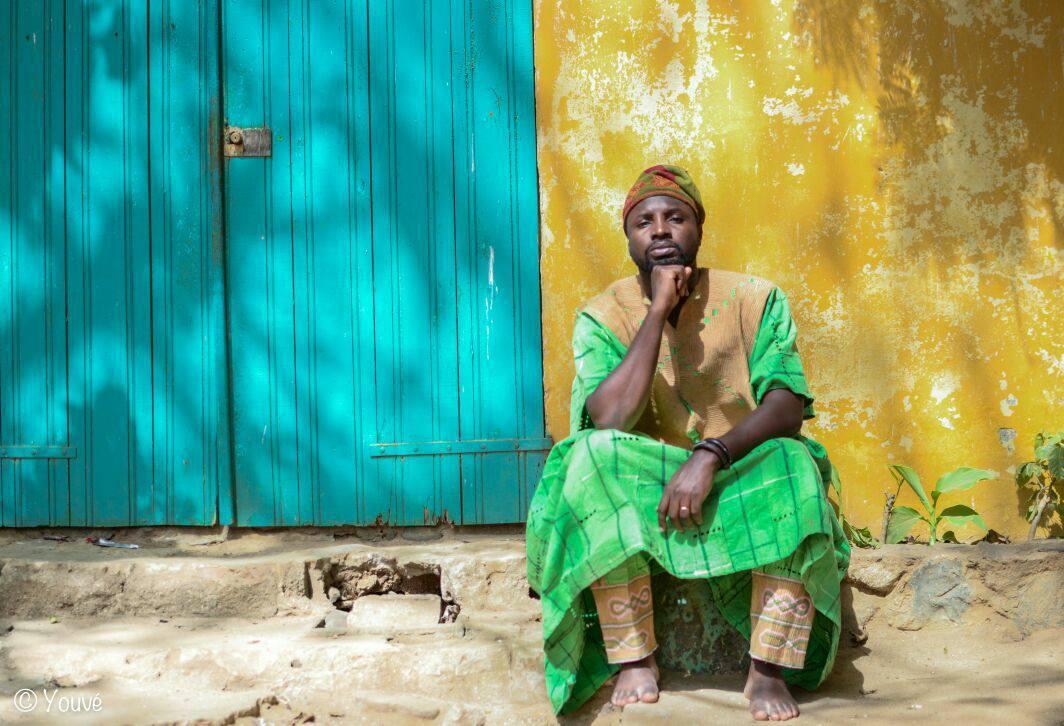 You are currently viewing Elom 20ce, les pieds à Paris et l'esprit au Togo