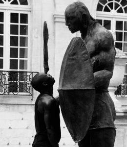 """Read more about the article Performances dansées en écho à l'exposition """"Éclaireurs Sculpteurs d'Afrique"""" de la collection Blachère"""