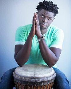 """Read more about the article Magatte Fall, percussionniste : """"C'est un honneur de faire partie de l'aventure Black Panther""""."""