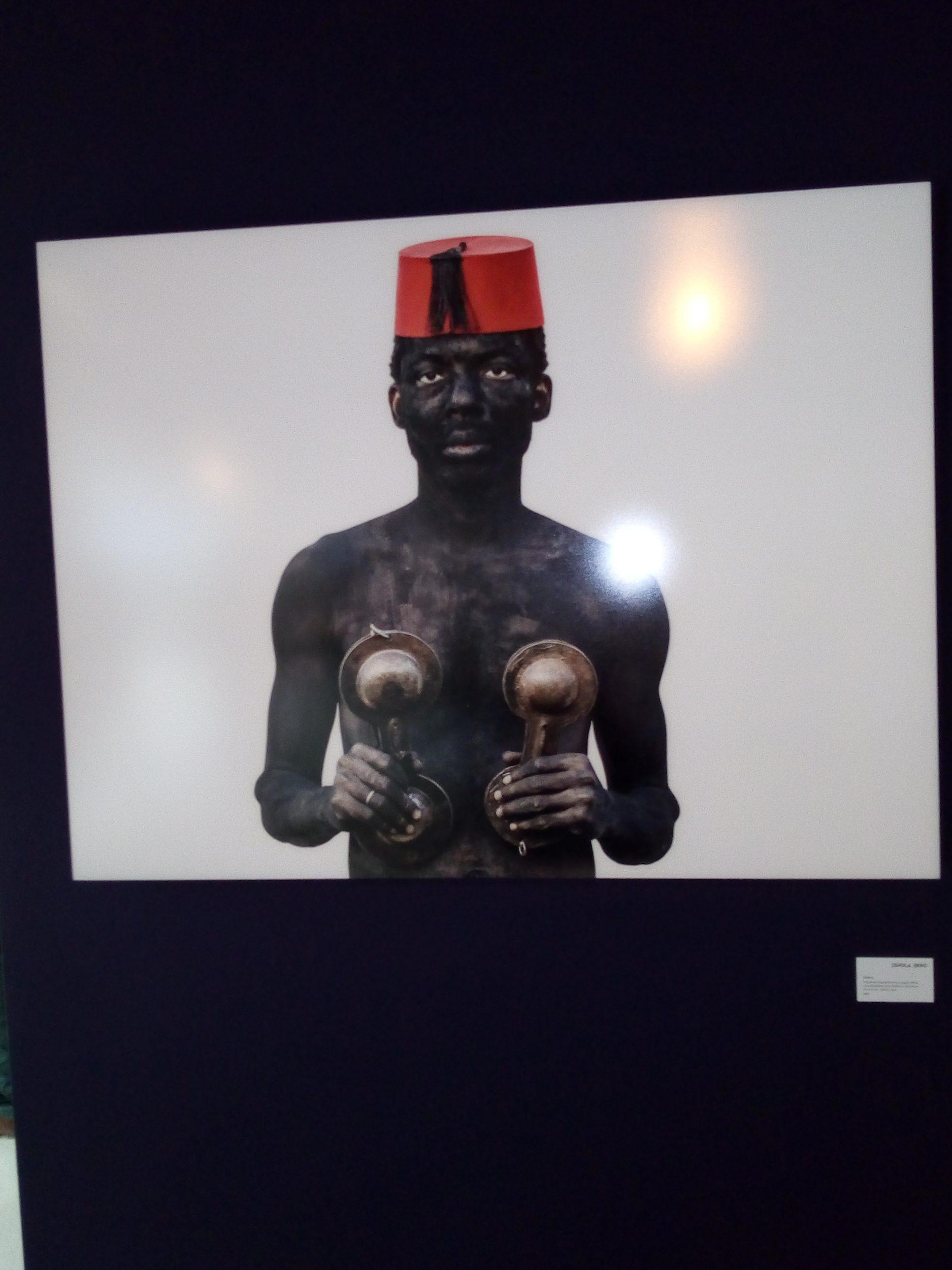 """You are currently viewing Exposition d'art """"In-discipline"""": Le Bénin culturel se célèbre à Rabat !"""