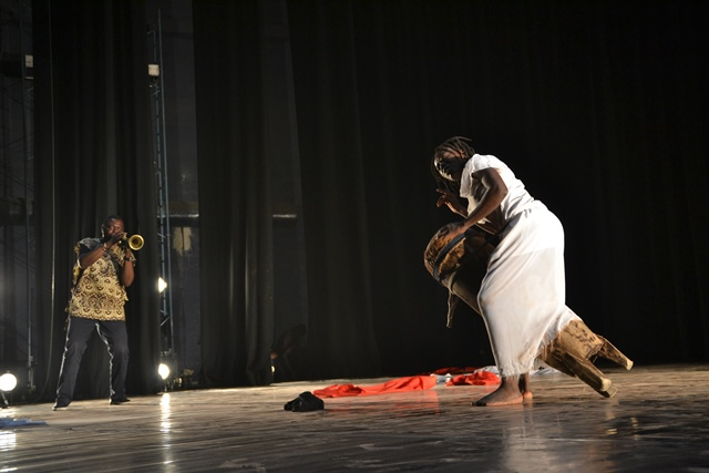 Read more about the article Danse contemporaine: Neuf couches de rouge/ La tchikoumbi furiosa