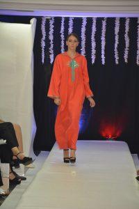 """Read more about the article Défilé de mode à Rabat : des modèles impressionnants du """"caftan"""" marocain présentés"""