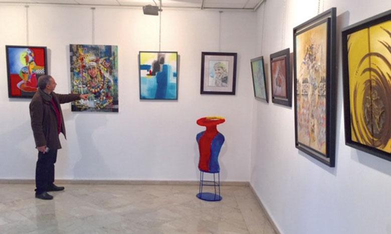 Read more about the article Exposition nationale des arts plastiques: Casablanca rend hommage à Malika Agzenay