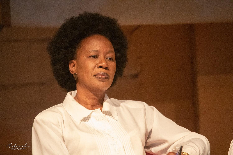 Read more about the article Conflit de générations: «Sous fer» de Fatoumata Keita